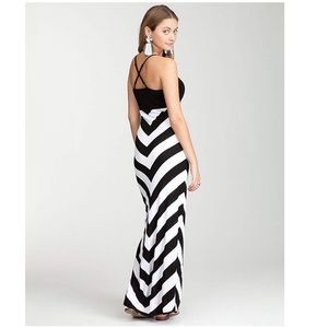 BEBE Women's Black Chevron Stripe Maxi Dress